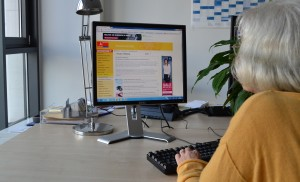 Digitalisierung, Seniorin am Computer