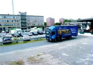Parkplatz mit Lastwagen