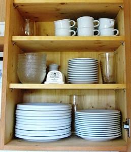 Neues Leben in kleinerer Wohnung, kleines Küchenregal