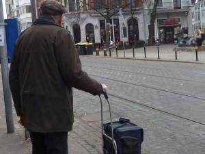Mann mit Shopper