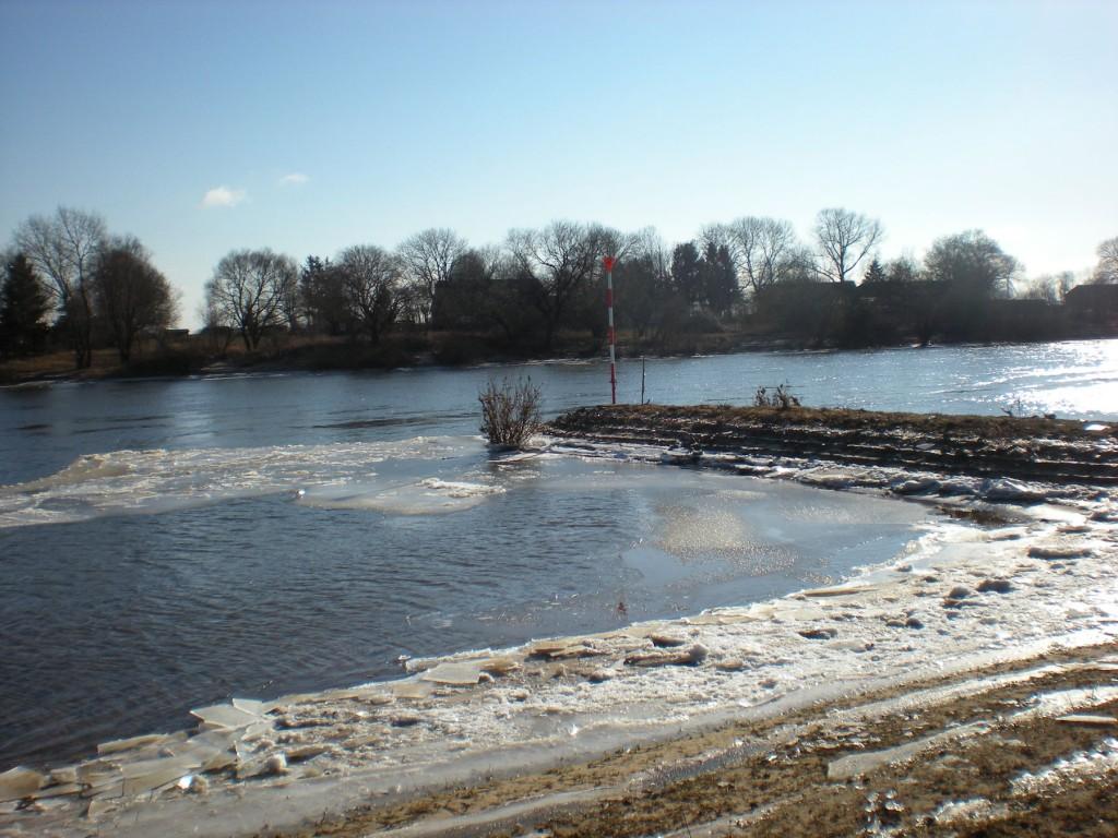 Eisschollen am Weserufer