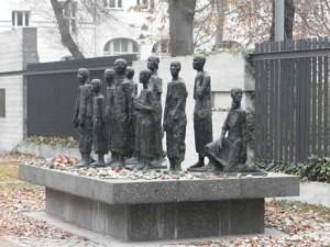 Opfer des Nationalsozialismus, Eine Gruppe von Menschen in Bronze