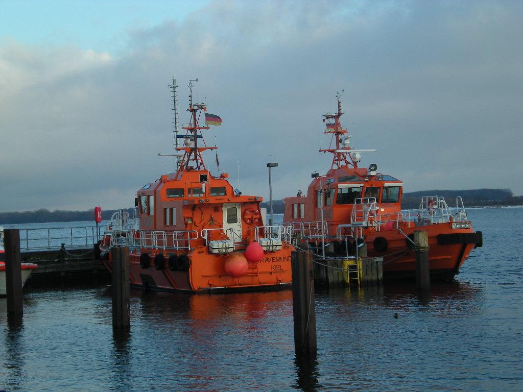 Zwei Rettungsboote
