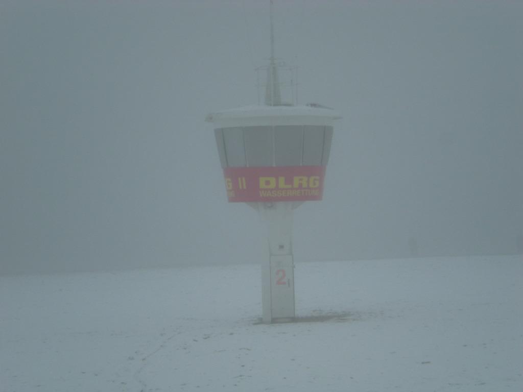 DLRG-Turm in Nebel