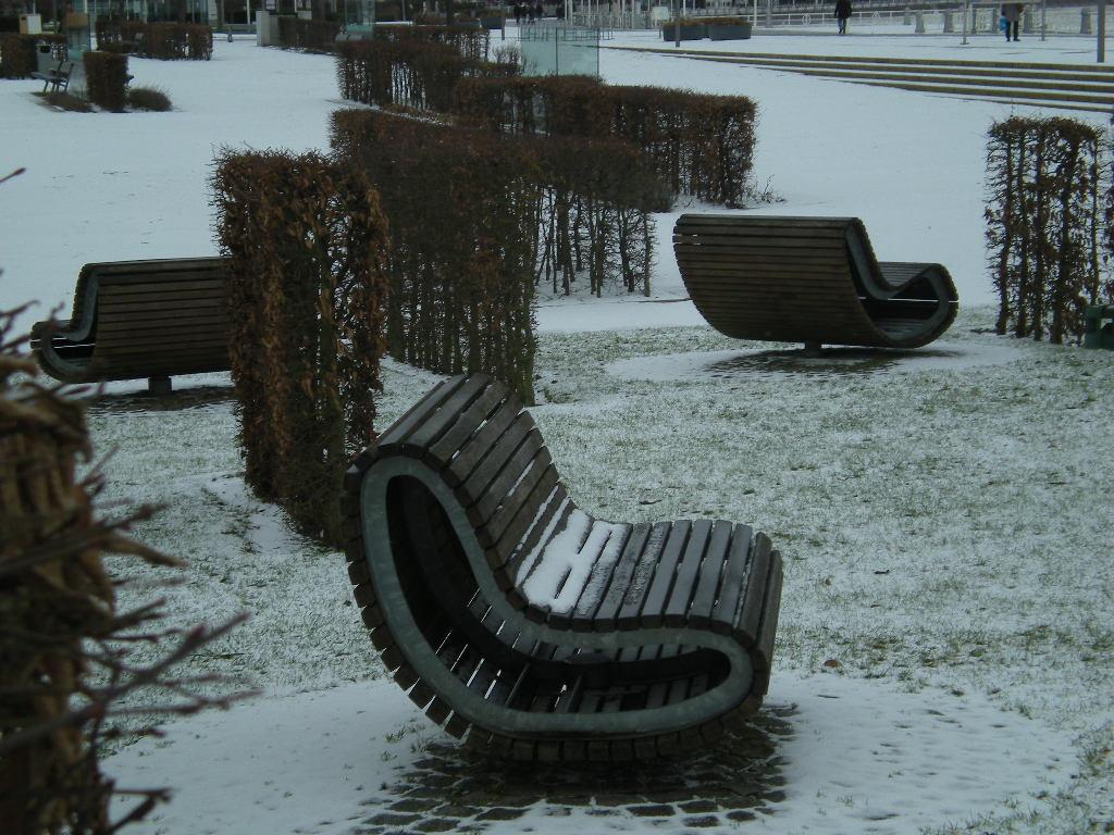 Bänke im Schnee