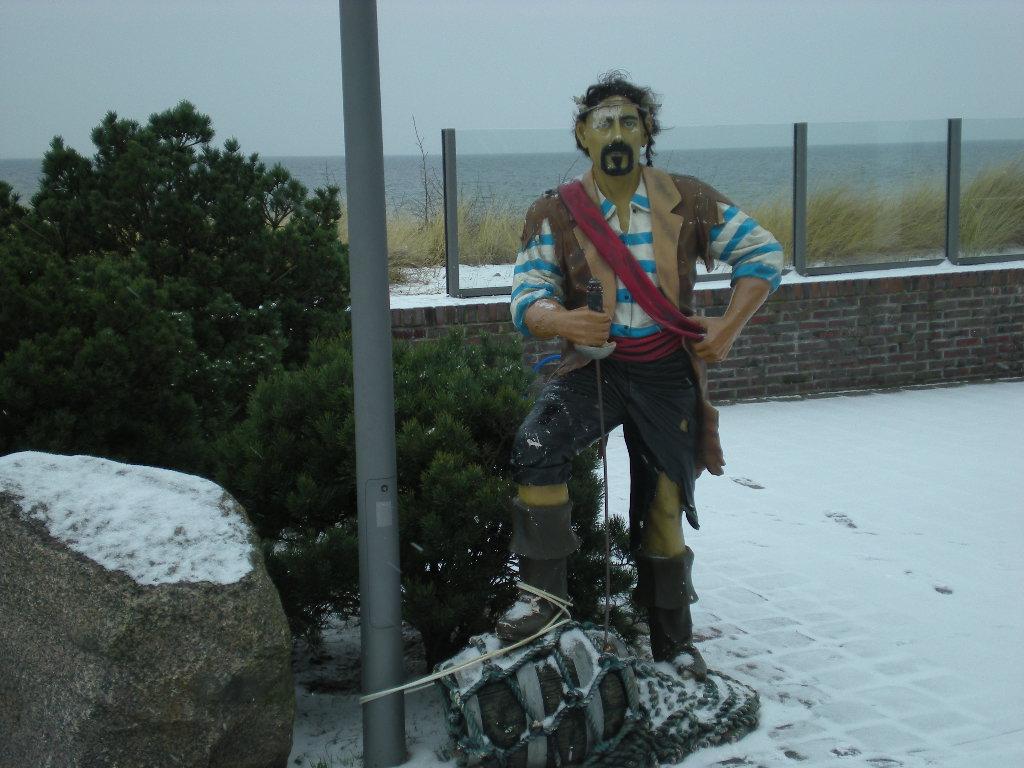 Figur im Schnee