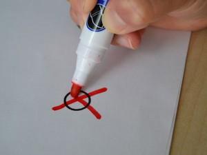 unsere Demokratie, Wählen Sie! Wahlprüfsteine zum Thema Gesundheit, Hand mit Stift macht Kreuz
