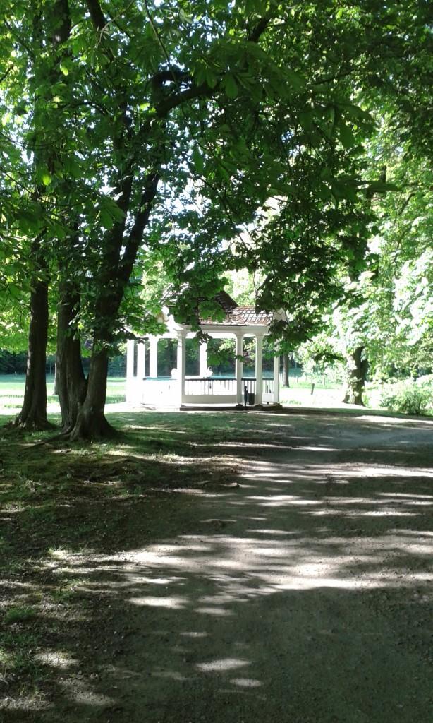 Pavillon inter Bäumen