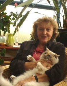 Frau mit Katze