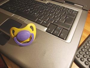 Laptop und Schnuller