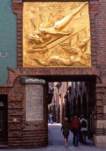 goldenes Relief