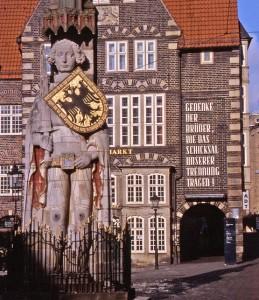 Roland-Statue vor dem Deutschen Haus
