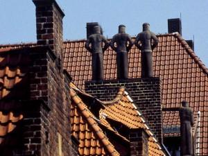 Figuren auf einem Dachfirst