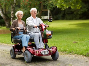 Paar in Elektromobil