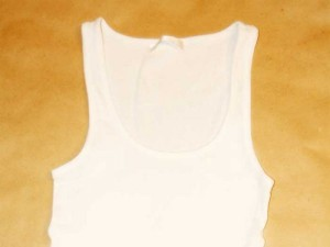 Weißes Unterhemd
