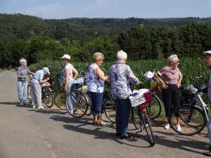 Gruppe von Seniorinnen mit Rädern