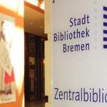Zentralbibliothek Eingang mit Schild und Logo
