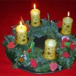 Zum dritten Advent , Kranz mit drei brennenden Kerzen