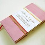 Ein Buch in pinkem Umschlag