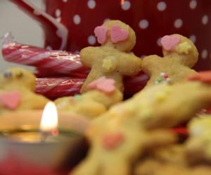 Weihnachtszeit, Kekse und Kerze
