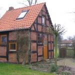 Kleines Fachwerkhaus im Frühling