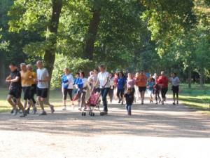 Menschengruppe beim Joggen