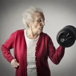 Schöne Menschen Alte Frau mit Hantel
