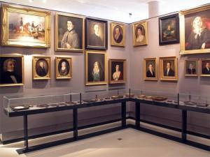Bremer Bildnisse Ausstellungswand mit Männer- und Frauenportraits