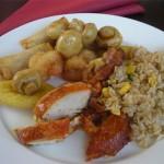Teller mit Ente, Pilzen und Reis