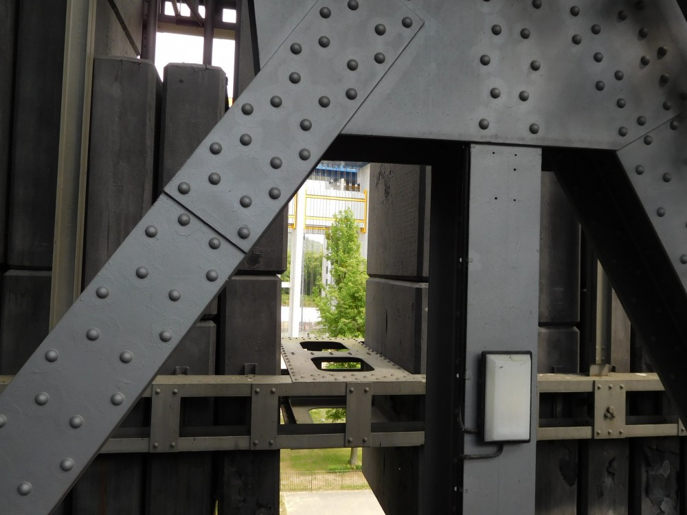 Niederfinow Stahlkonstruktion mit Durchblick auf daen Neubau
