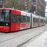 Straßenbahn mit rotem Führerhaus