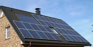 Solarthermie Dach mit Solaranlage