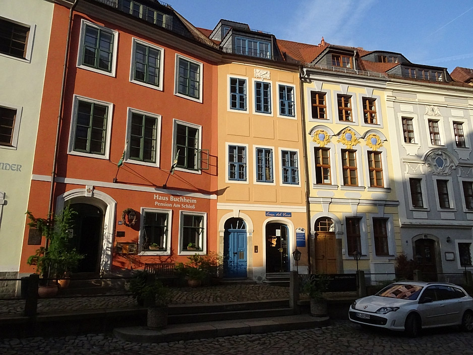 Bunt gestrichene Häuser