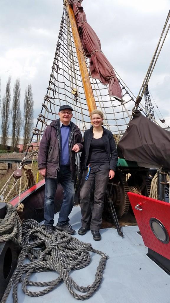 """Jugend-Schiffprojekt """"Verandering""""; Ein Mann und eine Frau an Bord eines Klippers"""