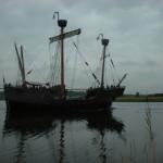Segelschiffe: Segelschiff vor grauem Himmel