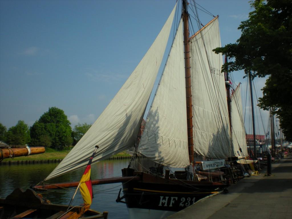 Segelschiff unter vollen Segeln