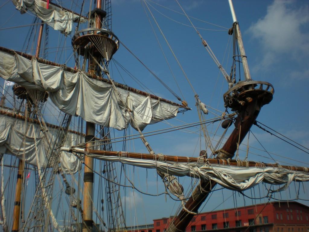 Zwei Masten eines Segelschiffes