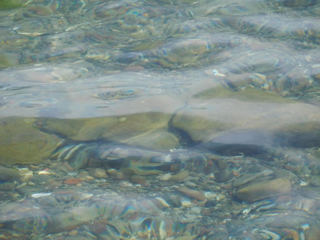 Steine auf dem Flussgrund