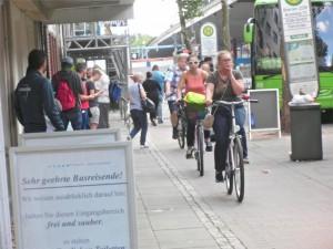 ZOB, Fahrradfahrer an einer Straße