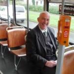 Mit der Bahn durch Bremen, Mann in einer Straßenbahn