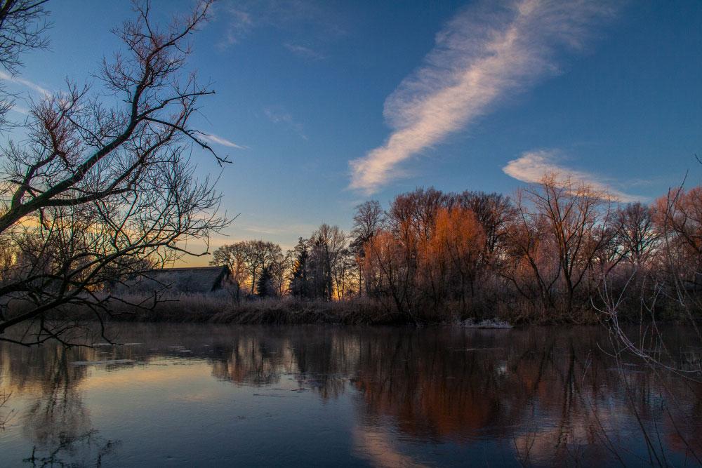 Winterlandschaft an einem Fluss
