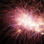 Feuerwerk vor einem Abendhimmel