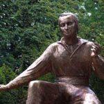 Denkmal Bronzestandbild nah