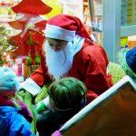 Kinder und der Nikolaus