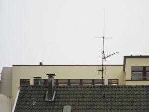 Antenne auf einem Hausdach