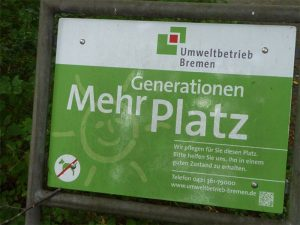 Schild Mehrgenerationen Platz