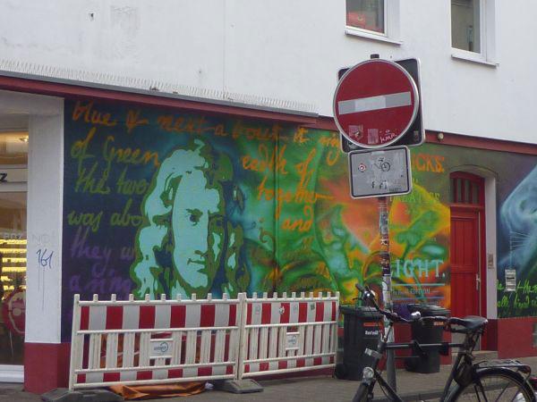 Graffiti Mann mit langen Haaren
