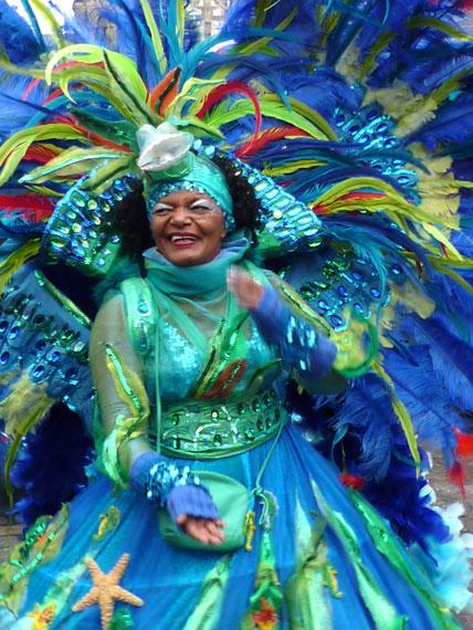 Bremer Sambakarneval, Karnevalszeit fröhliche Sambatänzerin