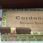 Rauchverbot, Zigarrenkiste mit Zigarre