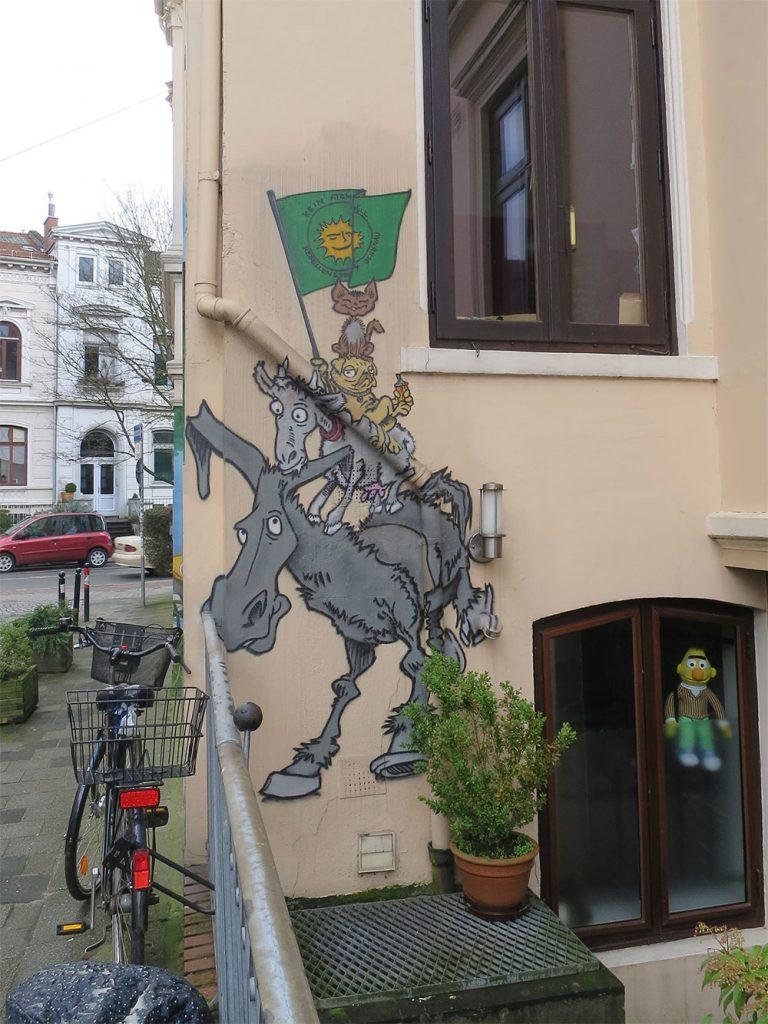 Hauswand mit Stadtmusikanten-Graffiti